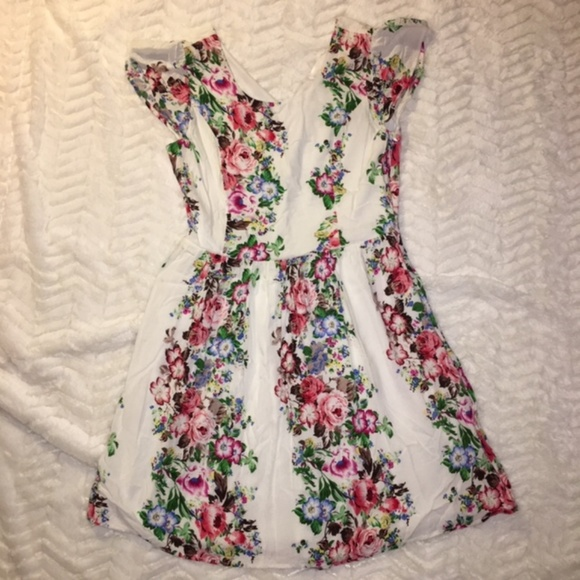 Modcloth Dresses & Skirts - Modcloth moon Brand Floral Dress Size M
